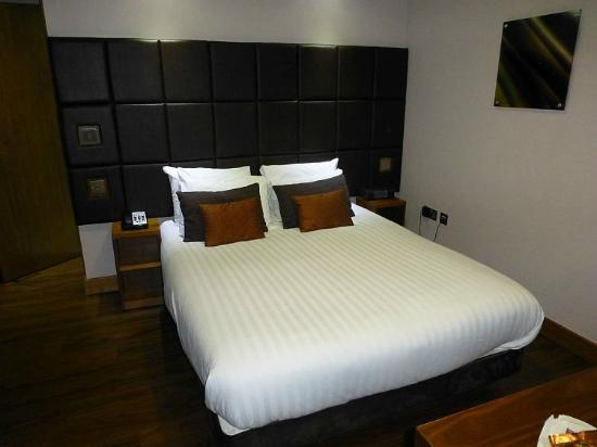 Roomzzz Leeds City: Our studio room