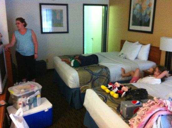 Days Inn Encinitas - Legoland Moonlight Beach: Room after we had some stuff in it