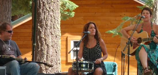 Green Springs Inn: Rob Tyre, Teri Cote' & Christina Rogers playing at the Greensprings Mt. Festival