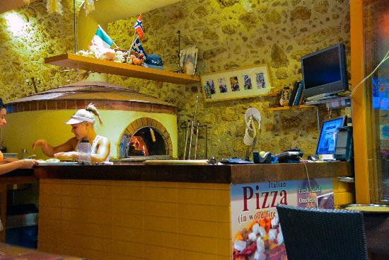 La Piazza Pizzeria: Pizzabakeren