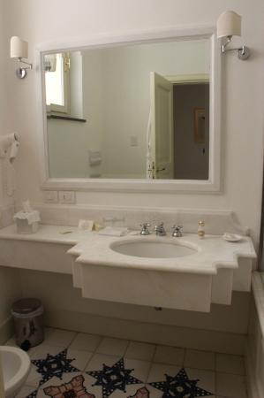 Palazzo Belmonte: bagno e lavandino