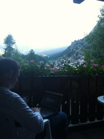 Hotel Welschen : telecommuting from the balcony.