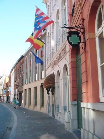 Flanders Hotel: Exterior of Hotel Flanders