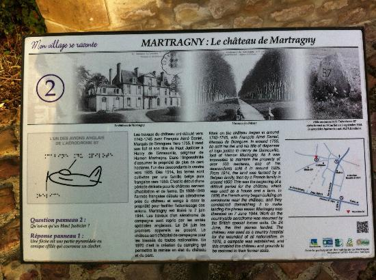 Chateau de Martragny: A information sign about the chateau nearby.