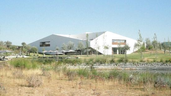 L'AND Vineyards: moderne grosszügige Architektur mitten im Rebberg