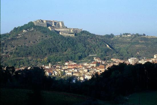 Gavi, Italy: Dal paese