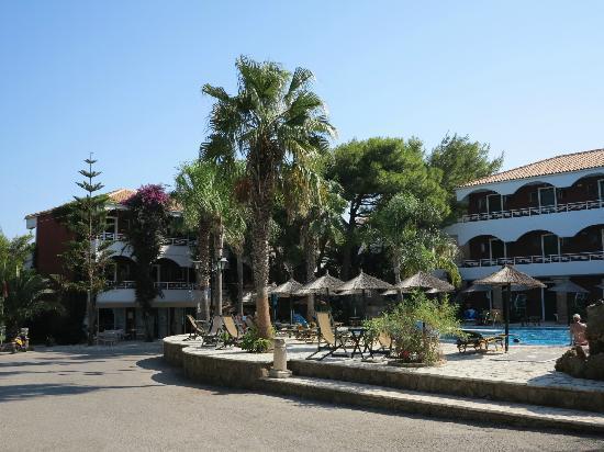 Vasilikos Beach Hotel: Pool area