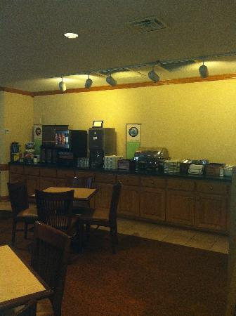 Country Inn & Suites By Carlson, Dalton: Breakfast Room