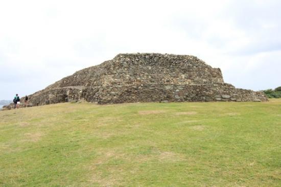 Cairn de Barnenez : The Cairn of Barnenez