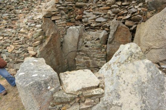 Cairn de Barnenez : Another sealed entrance