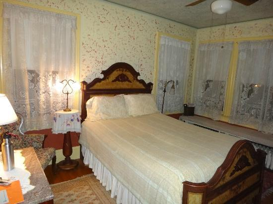 New Hope's 1870 Wedgwood Bed and Breakfast Inn: Autumn Leaves Room at the Aaron Burr House