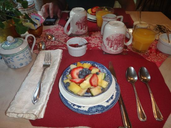 New Hope's 1870 Wedgwood Bed and Breakfast Inn: Delicious breakfast at the Wedgewood Inn