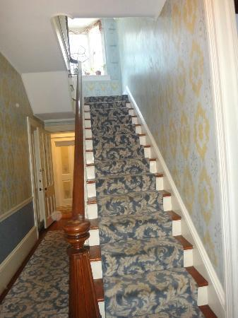New Hope's 1870 Wedgwood Bed and Breakfast Inn: Staircase as you enter the Wedgewood Inn