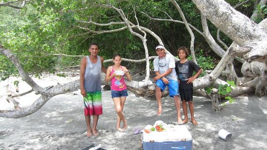 Papagayo Green Bay Day Tours: Tour guides