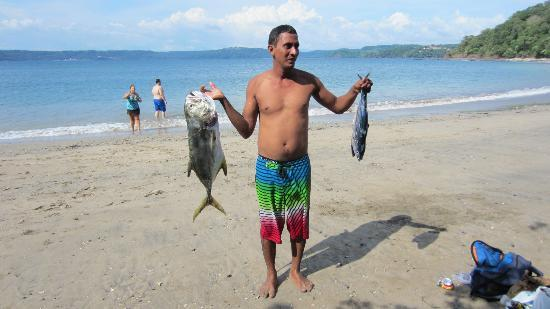 Papagayo Green Bay Day Tours: Andres showing of the fish I caught thanks to his great skills