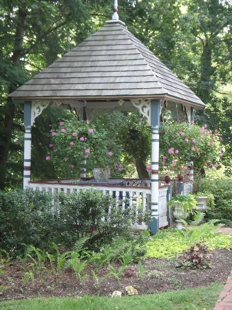 New Hope's 1870 Wedgwood Bed and Breakfast Inn: Gazebo on the Wedgewood Inn grounds