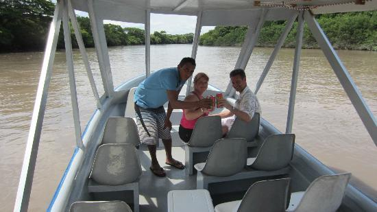 Papagayo Green Bay Day Tours : tour guides on jungle cruise