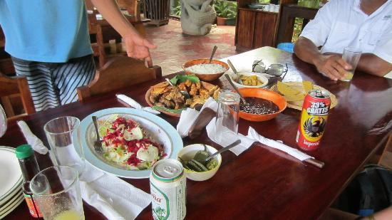 Papagayo Green Bay Day Tours: Lunch at an awesome restaurant after the jungle cruise