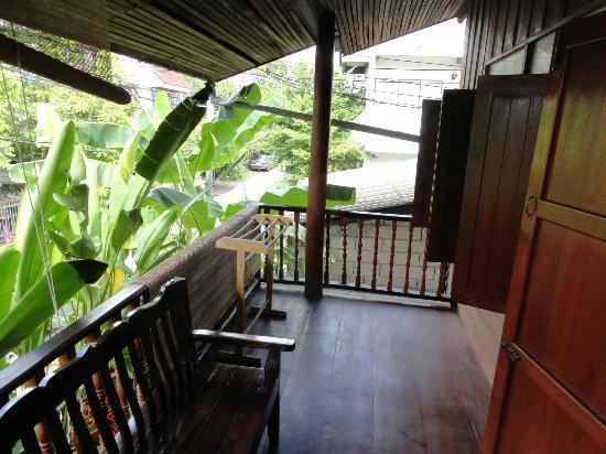Aoi Garden Home: Veranda in front of fan room