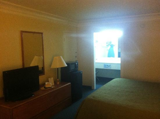 Quality Inn Dalton: View of Room 202