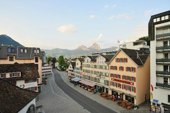 Hotel Brunnerhof: View to the city