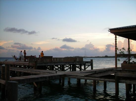 Utila Lodge: Best spot for sunsets in town!