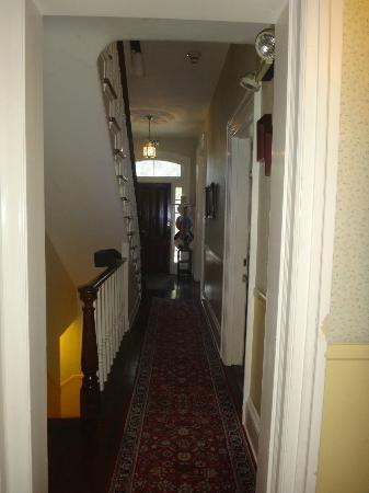 New Hope's 1870 Wedgwood Bed and Breakfast Inn: Hallway of the Aaron Burr House