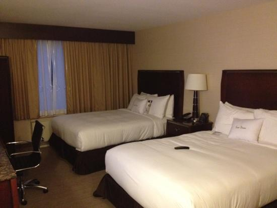 Doubletree by Hilton Hotel Denver - Thornton: room 119 bedroom
