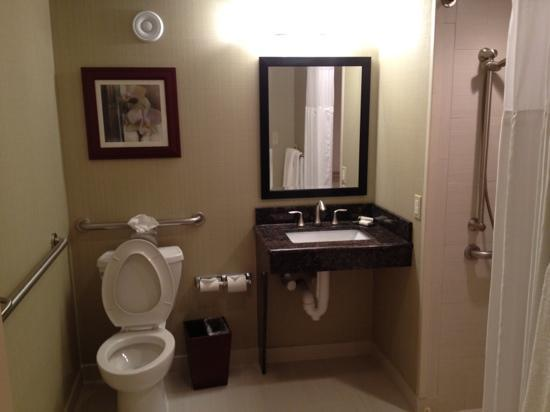 Doubletree by Hilton Hotel Denver - Thornton: room 119 bathroom