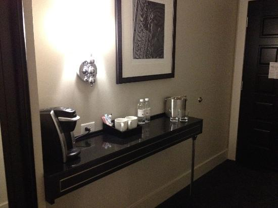 Ambassador Hotel Kansas City, Autograph Collection: Coffee and bottled water