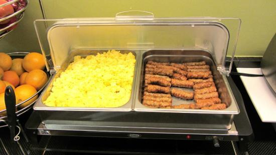 Sleep Inn & Suites Lakeside: Hot breakfast items