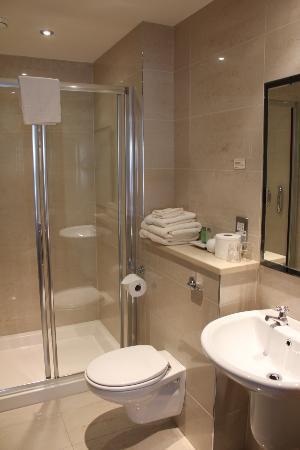 Larkinley Lodge: gorgeous bath