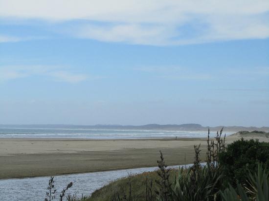 GEMS Seaside Lodge: The view from our veranda at Ahipara Beachfront