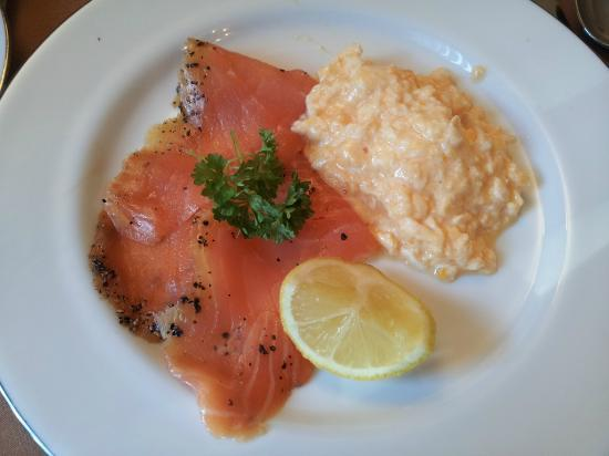 Lynver Guest House: Salmone ed uova strapazzate