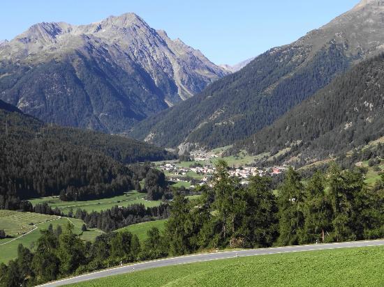 Hotel Meisser: walking to the next village