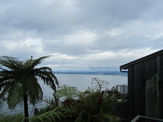 Oreti Village: Moody skies over Lake Taupo from our apartment