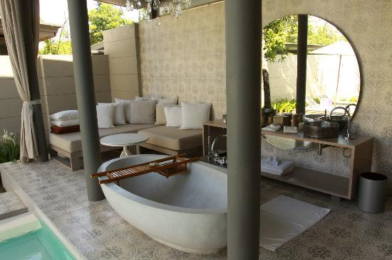 SALA Phuket Resort & Spa: Sala Pool Villa: (covered) outdoor bath and chill out area