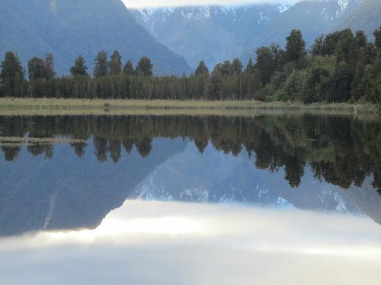 Lake Matheson Motel : Early morning at Mirrored lake