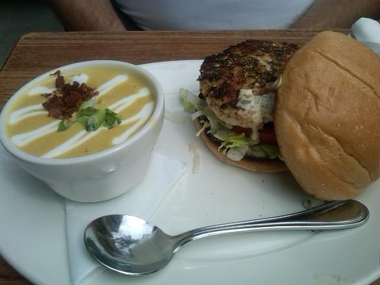 Yaletown Brewing Company: Halibut burger