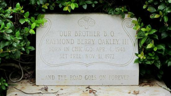 Rose Hill Cemetery: Berry Oakley's grave