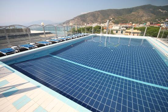 Grande Albergo: Superb, safe rooftop pool with sweeping views in all directions