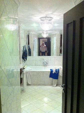 Castlemartyr Resort: Bathroom
