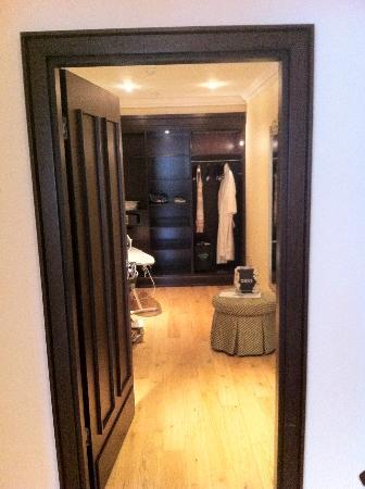 Castlemartyr Resort: Walk in wardrobe