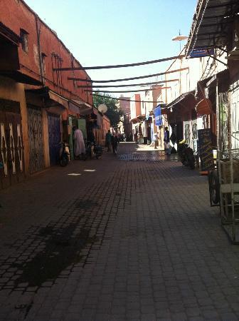 Riad Dar Tiflet: Dar Tiflet street