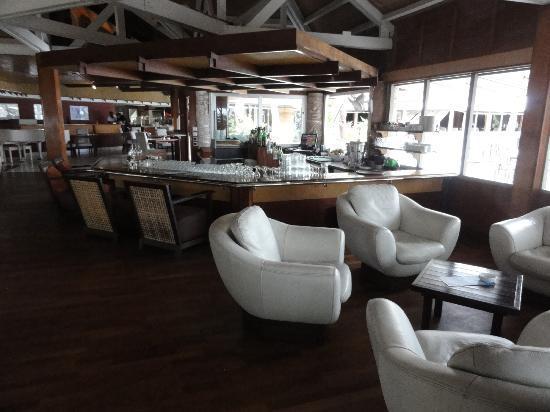 L'Escapade Island Resort: Le salon-bar