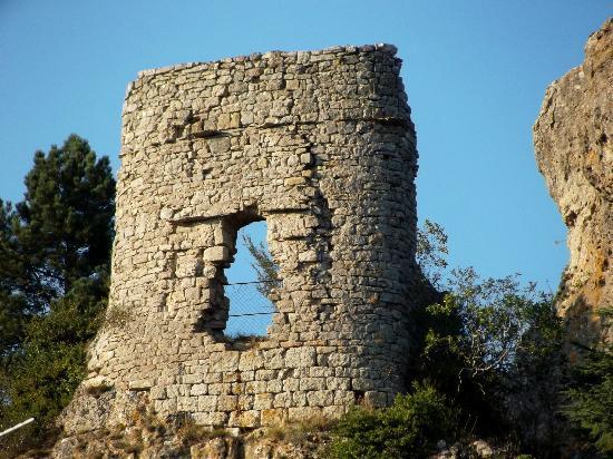 Hotel Du Rocher : Le Caylar Ruine du chateau