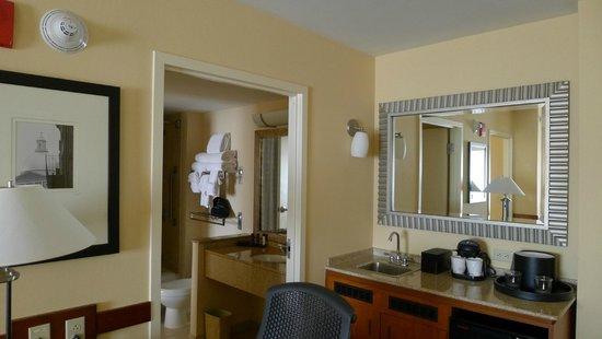 Embassy Suites by Hilton Boston - at Logan Airport: ほんと広い、一人にとっては