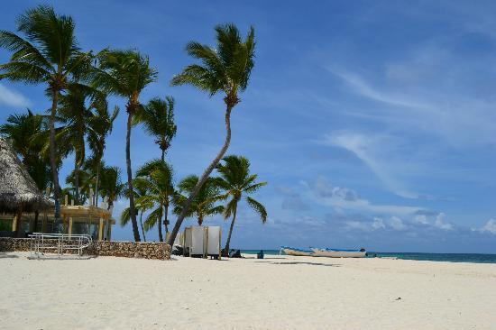 Bavaro Hostel: The beach 5 minutes walk from the hostel:)