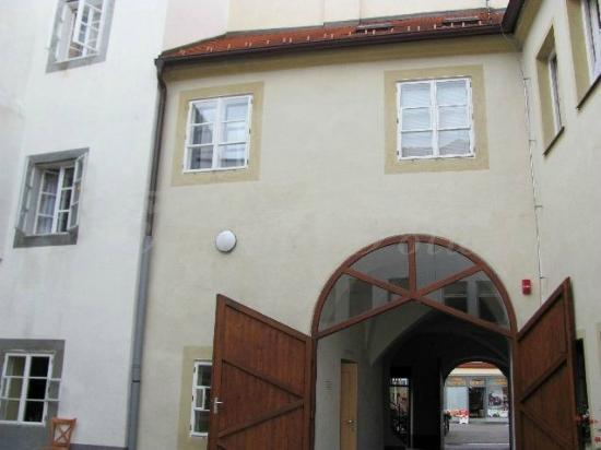 Zatka's House: gate