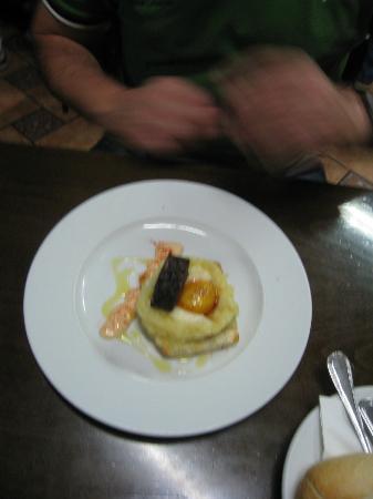 Cerveceria Dallas : tosta de patata morcilla y huevo